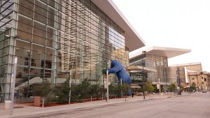 "The ""Blue Bear"" mascot infront of the Colorado Convention Center, Denver -- Picture by Bernd Mohr"