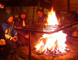 Tea and coffee break at the fire place in the Sami Tipi. Picture by Jörn Ungermann, FZJ.