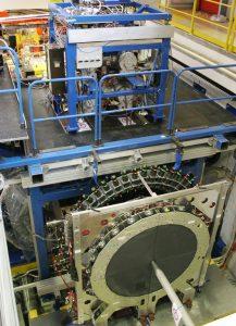 Vorwärtsdetektor mit Pellettarget-Generator (Bild: Forschungszentrum Jülich)