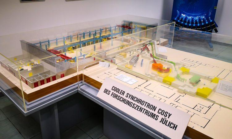 Modell der COSY Beschleunigeranlage (Bild: VH / Forschungszentrum Jülich)