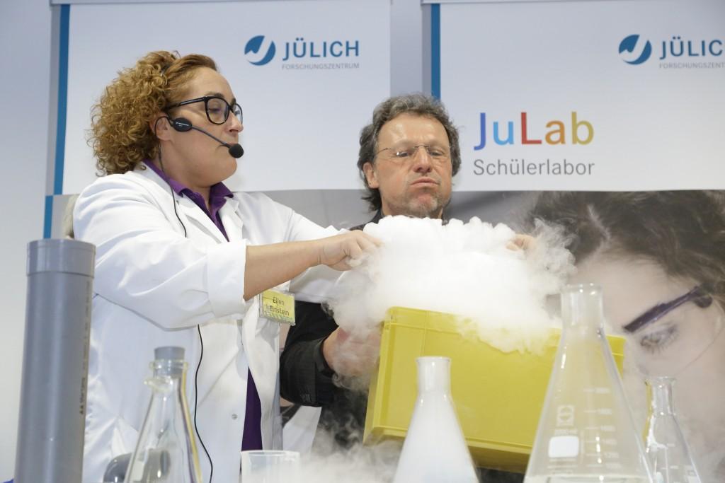 Karl Sobotta hat Spaß auf der Geburtstagsfeier des JuLab. Quelle: Forschungszentrum Jülich