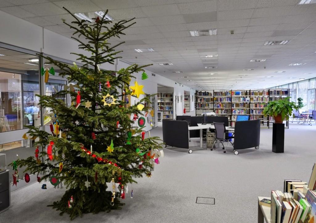 Tannenbaum in der Zentralbibliothek Quelle: Forschungszentrum Jülich