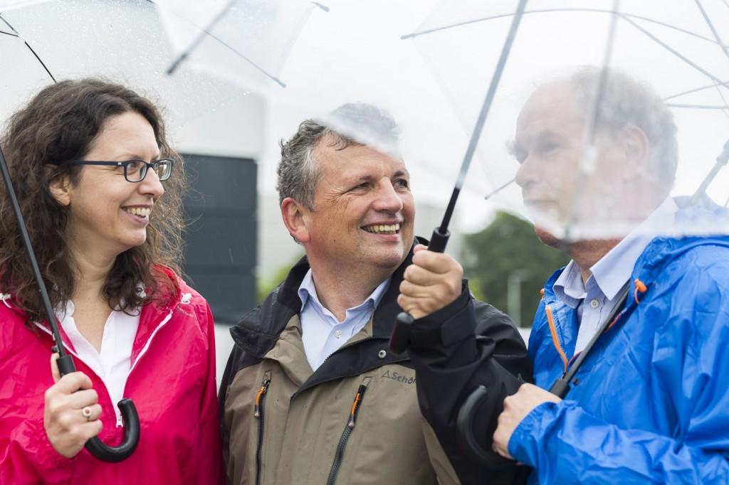 Erforschen den Klimawandel: Prof. Astrid Kiendler-Scharr, Prof. Martin Riese (Mitte) und Prof. Andreas Wahner. Copyright: Forschungszentrum Jülich