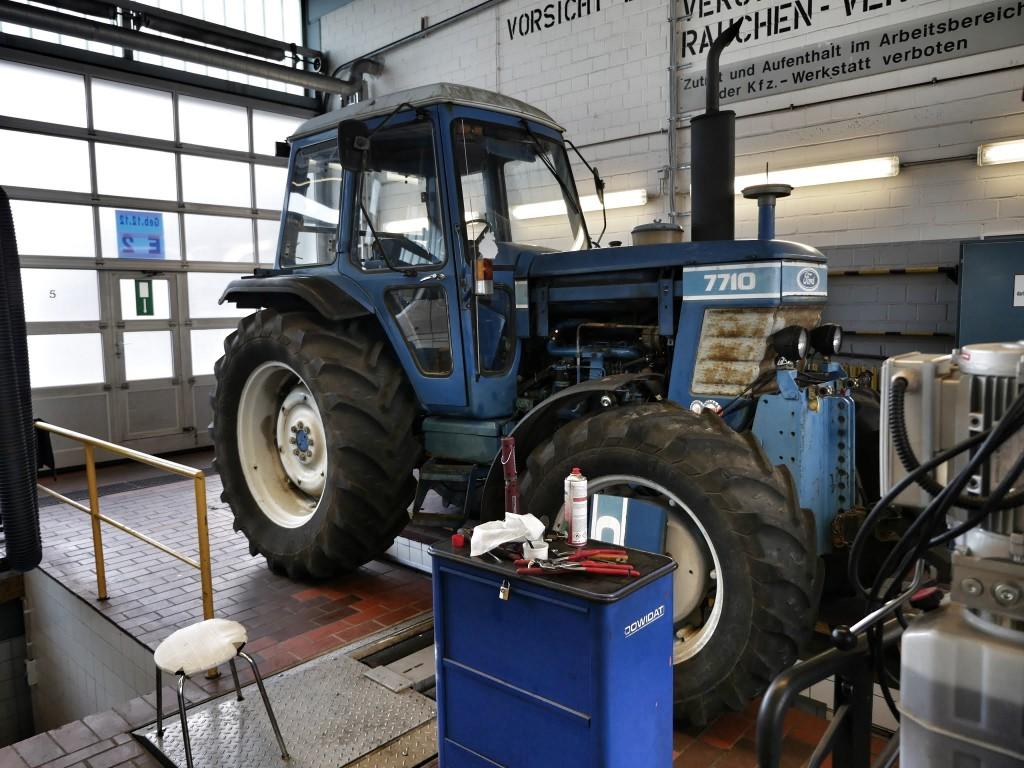 Auch Traktoren gehören zur Jülicher Fahrzeugflotte Quelle: Forschungszentrum Jülich