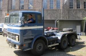 Ein letztes Mal auf dem Gelände des Forschungszentrums: Olaf Wollenweber aus der Materialwirtschaft stellte den Oldtimer im Zuge der Verkaufsaktion im Juni 2013 zur Abholen bereit. Quelle: Forschungszentrum Jülich
