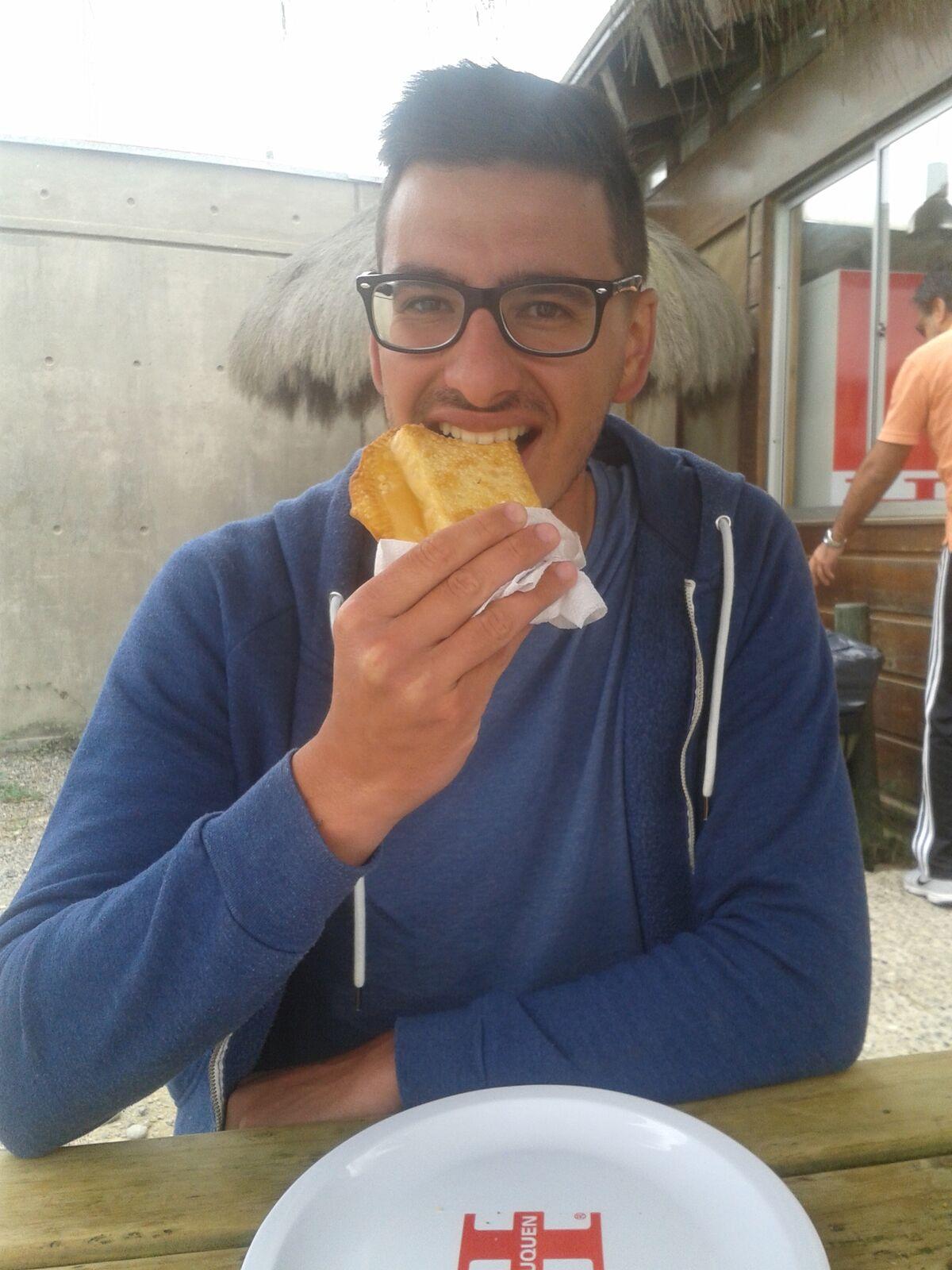 Igor Dal Bo und eine Chilenische Empanada